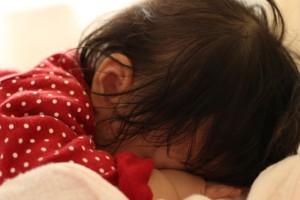 欧米流寝かしつけ『ファーバー方式』は、本当に子どものためなのか?1